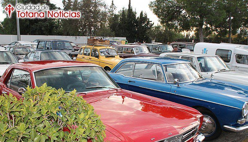 Vehículos clásicos Ciudad de Totana - coches en marcha aparcados